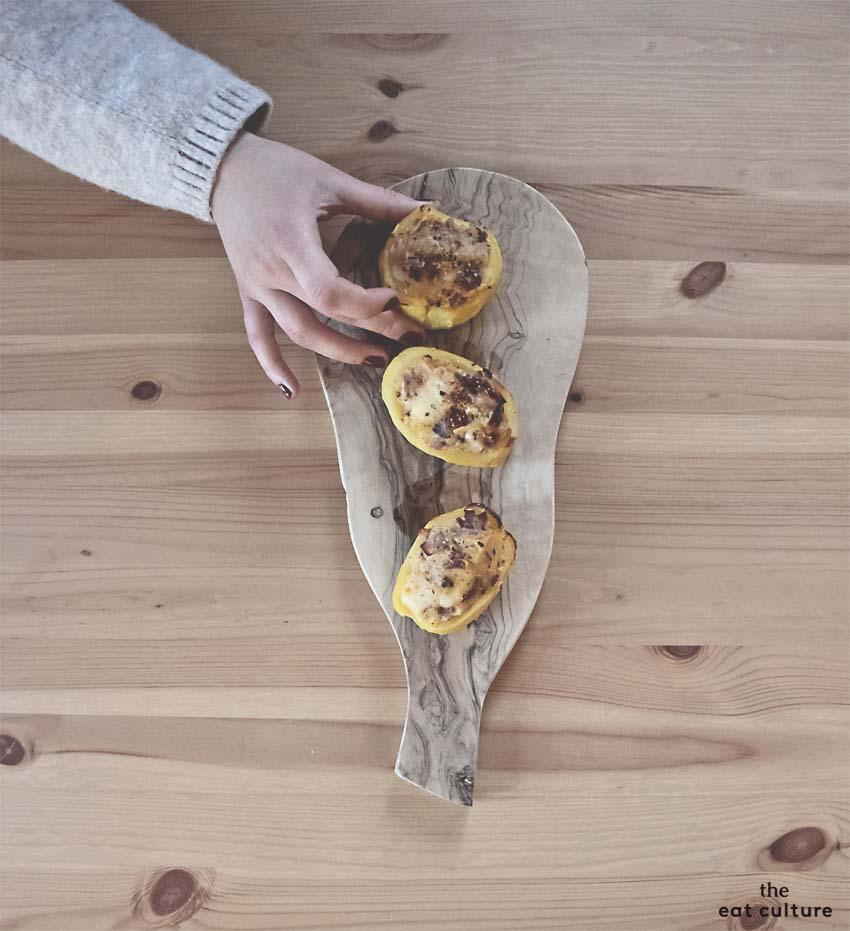 Patata ripiena con speck, Asiago e pomodori secchi