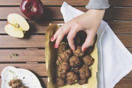 Le polpette de Le fate ignoranti, con mela, peperoncino e profumo d'arancia