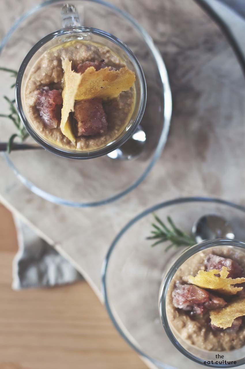 hummus di lenticchie con cotechino e cialde di polenta