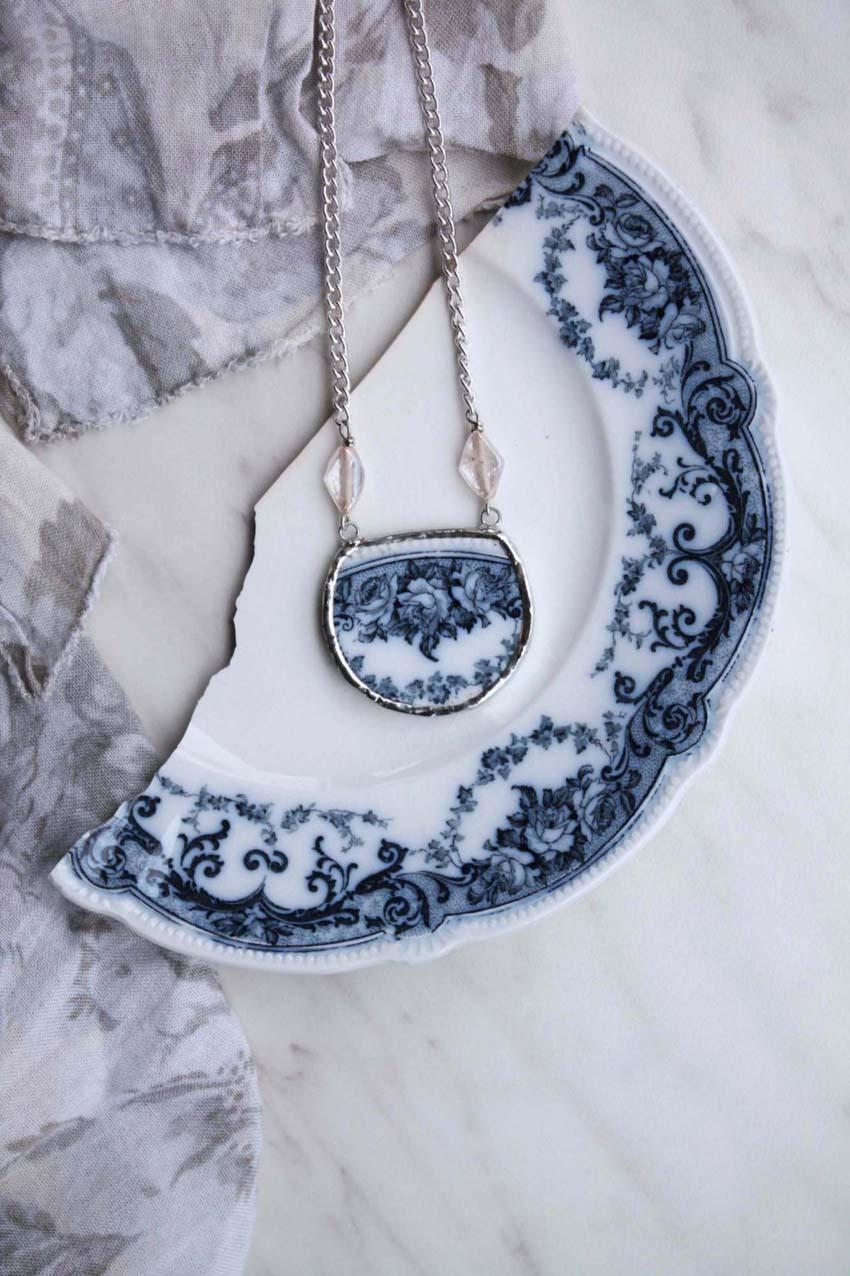 Aspettaevedrai handmade ceramic jewels.