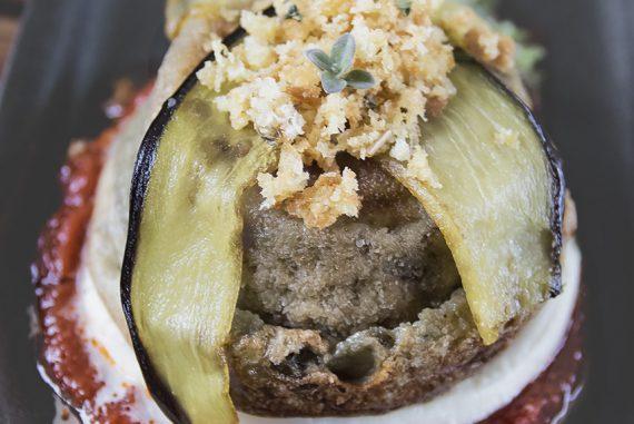Parmigiana di melanzane in un tortino: l'antipasto vegetariano per San Valentino