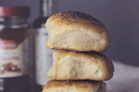Burger buns: la ricetta (senza lattosio) dei panini magici