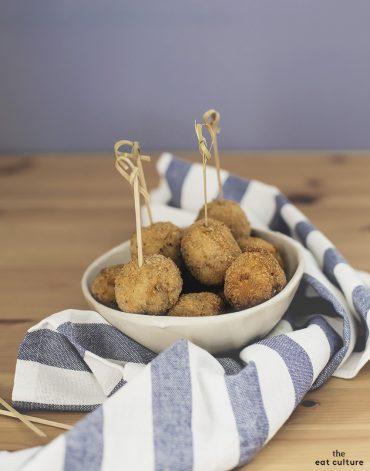 Senti come suonano le polpette di carne fritte con patate, speck e olive verdi