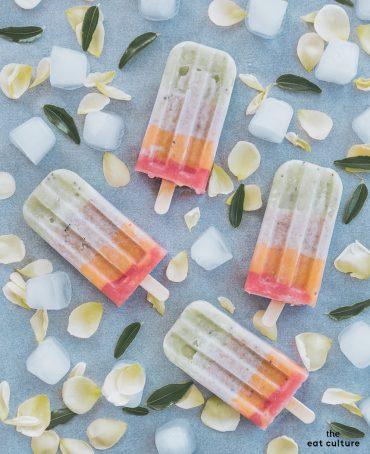 Ghiaccioli alla frutta fatti in casa. Un arcobaleno di vitamine che elargisce refrigerio.