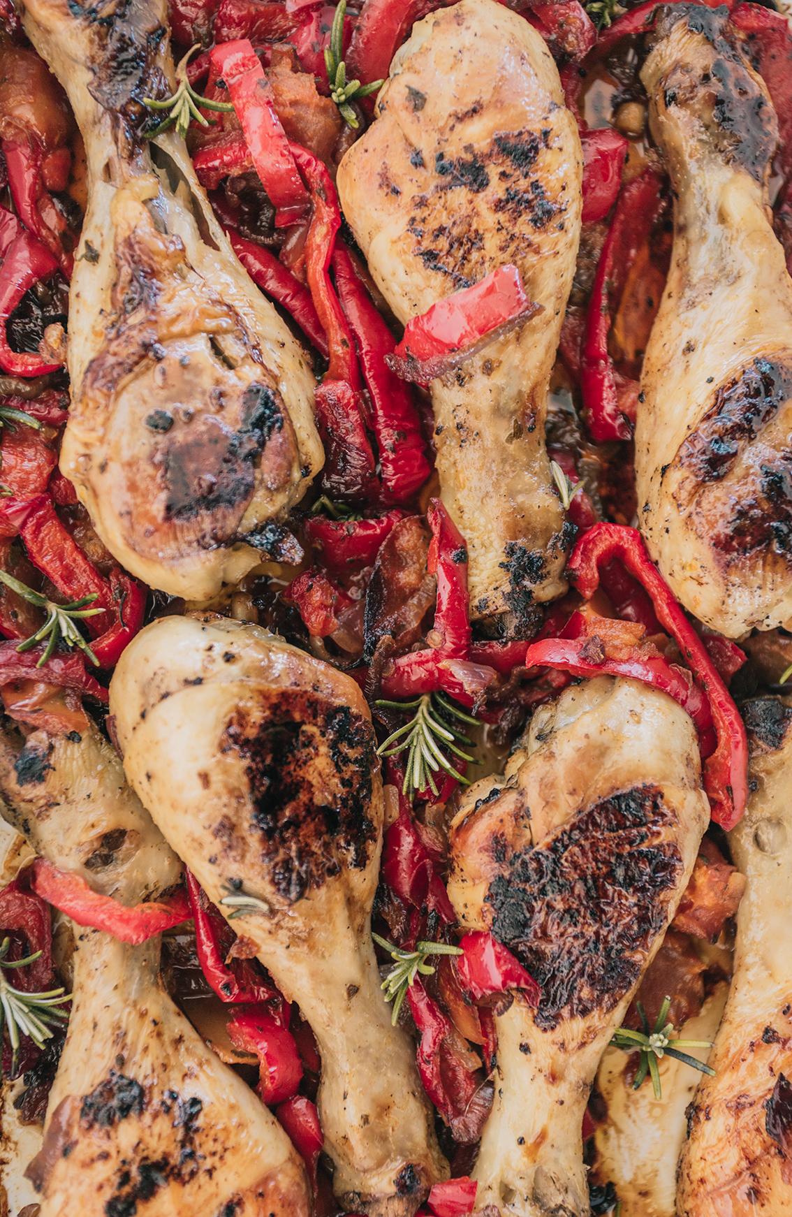 Rosso. Il pollo ai peperoni, la ricetta romana.