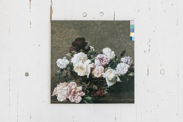 Storia della copertina Power, Corruption and Lies dei New Order su cui è raffigurato il dipinto A Basket of Roses di Henri Fantin-Latour.
