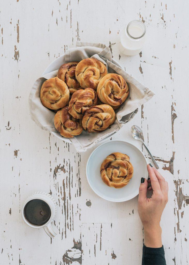 Come preparare in casa i kanelbullar o cinnamon rolls con la ricetta originale