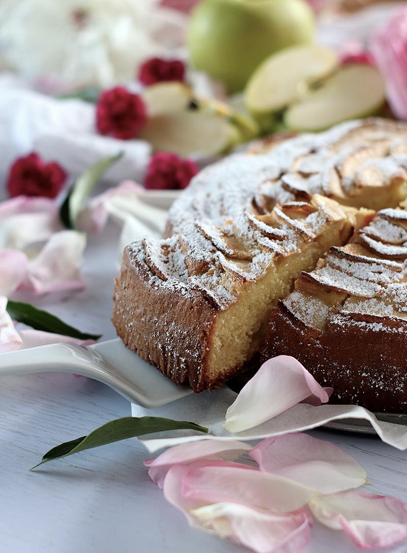 Torta alle mele e mascarpone per le colazioni del week end