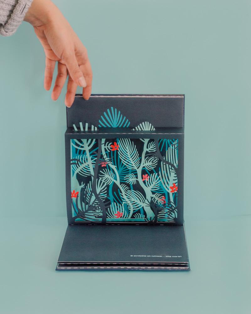 Giardino blu: la magia di carta creata da Elena Selena