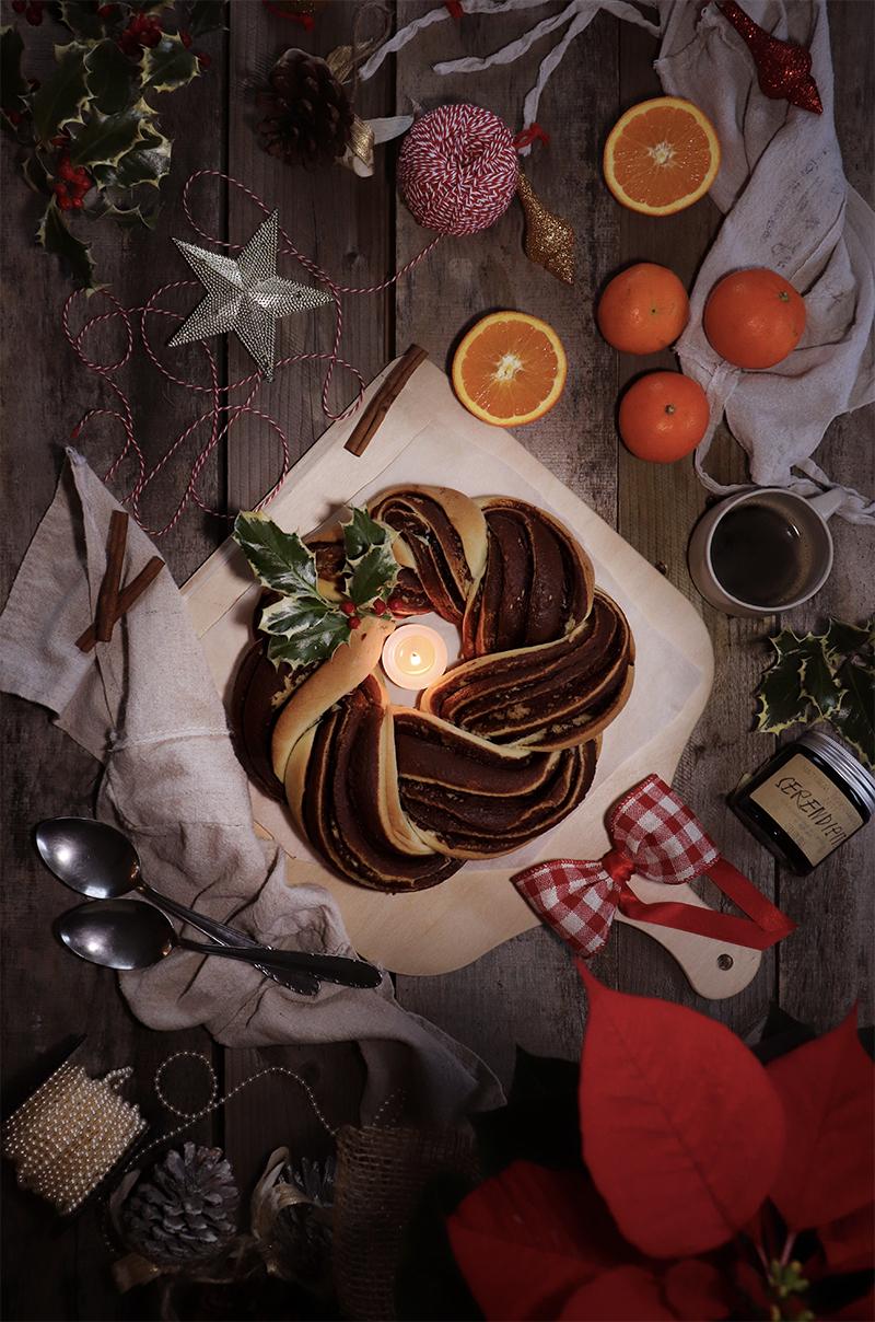 Ghirlanda dolce al cioccolato e nocciole - la ricetta per la tua colazione di Natale